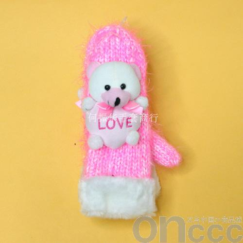 小熊造型粉色工艺手套外观精美,底色颜色为粉色,背面为小熊造型,做工