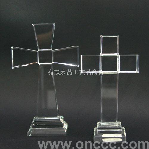 颜色为半透明白色,外形为十字架形,下端设计有透明色方形底座.