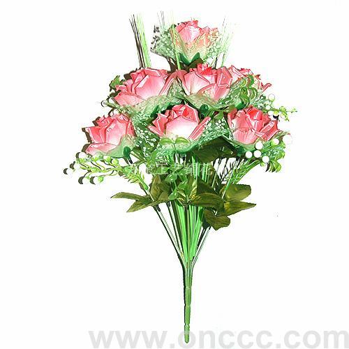 十二头仿真卷边花的花瓣和叶子选用优质布料制成,枝条是用环保塑料