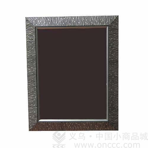 镜子的外观为长方形形状,镜子的边框用发泡料制作而成,边框上有精美的
