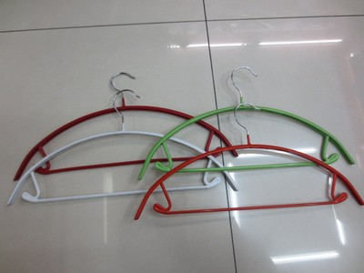 Boutique clothes hanger manufacturers selling colorful plastic hangers 007