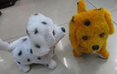 Electric toy dog back and forth the function of the tail mouth will move yellow, white spot dog