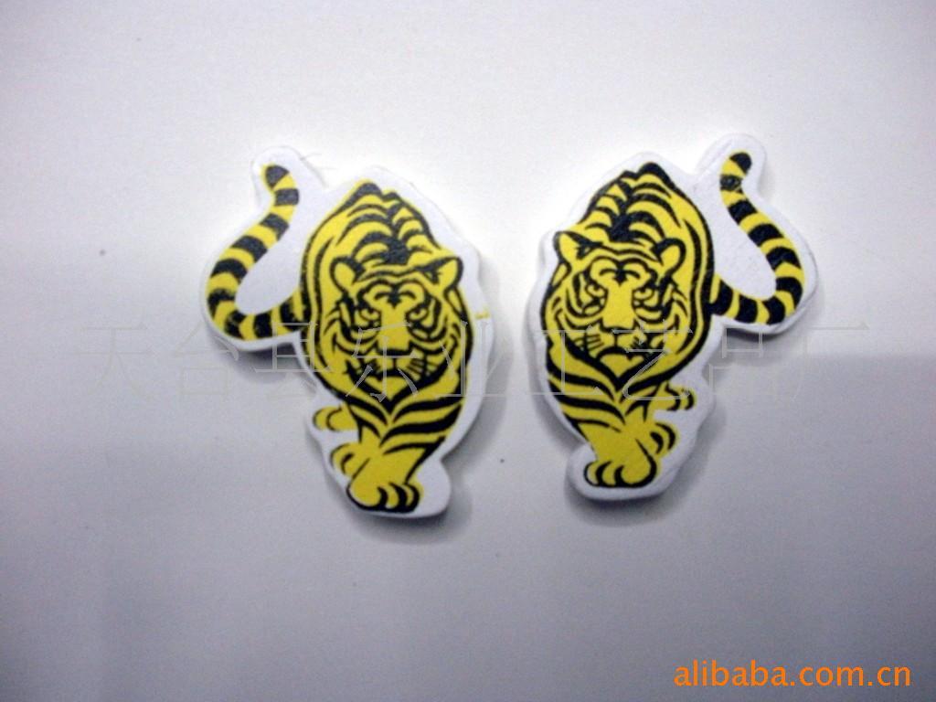 厂家批发直销环保漆彩绘印花白底老虎木扣 卡通童装服饰动物老虎扣子