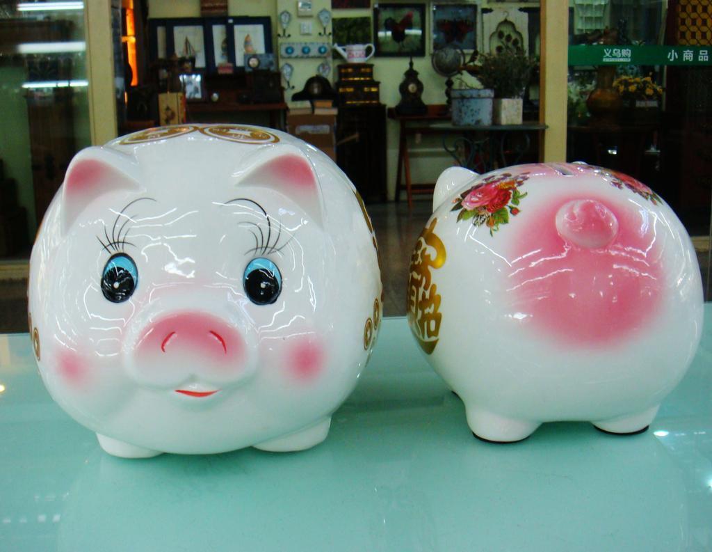 批发各种尺寸陶瓷猪储钱罐 创意陶瓷摆件 卡通可爱花猪