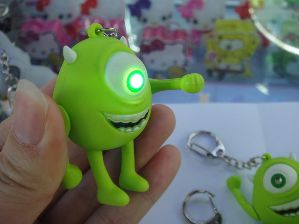 塑料带灯小挂件 大眼仔发声钥匙扣 可爱创意动漫系列