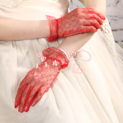 Bride wedding dress etiquette of gloves