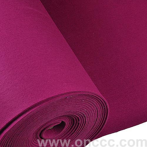 紫红色毛毡布主要采用优质涤纶精心制作而成,整体颜色为紫