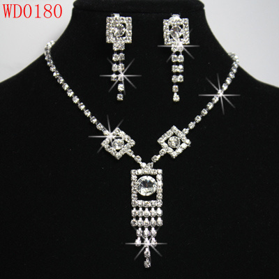 Factory direct (full diamond necklace, earrings, bracelet, Crown, back belts, anklets, rings, hair clips, tie) this same price with more than 20 kinds of