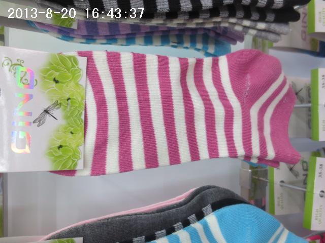 可爱女生粉红色条纹短袜