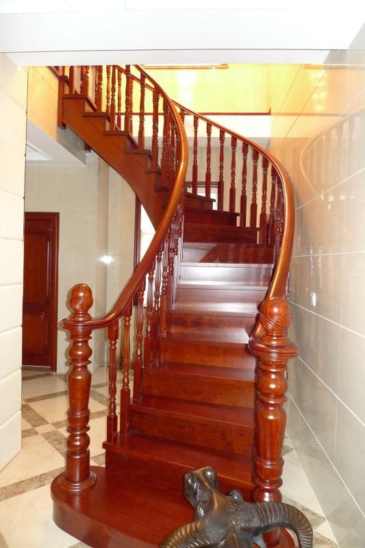 整体实木楼梯
