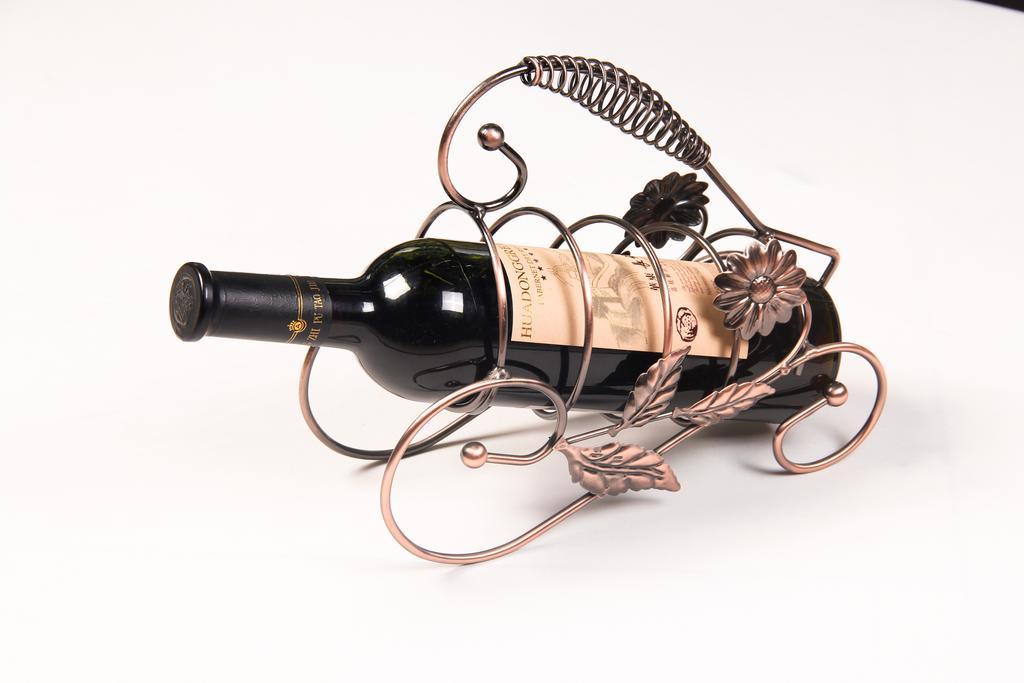 欧式红酒架葡萄酒架子复古铁艺摆件时尚风情车轮红酒