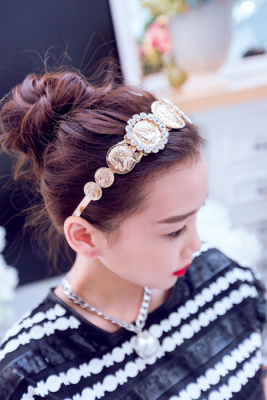 New DG in Europe and America show local Goldwater drilled disc Palace overflow hoop hair accessories