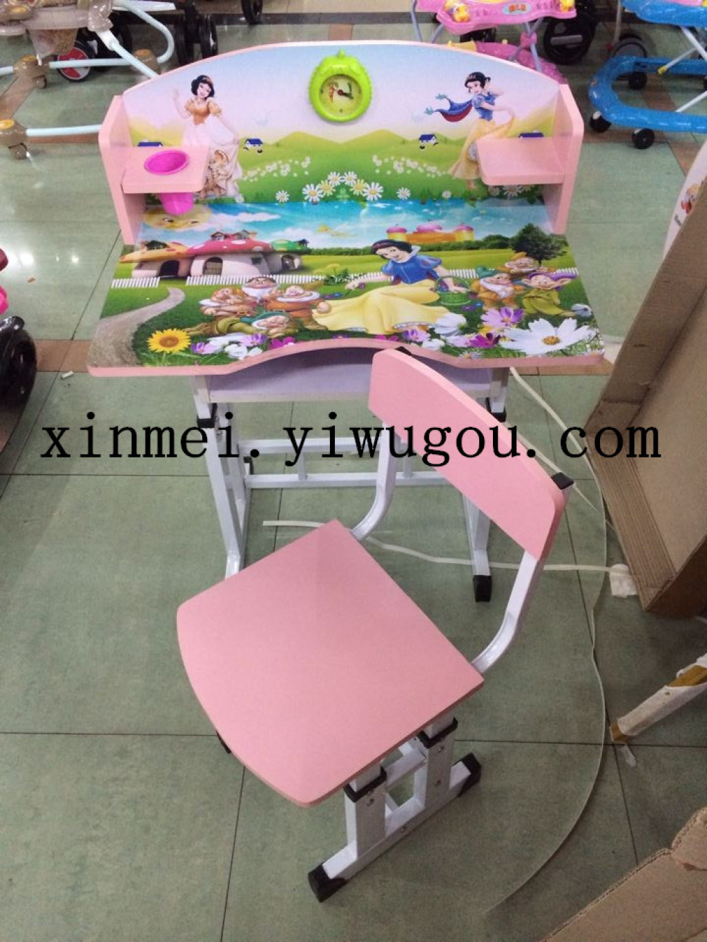 Supply can be raised and lowered cartoon children\'s tables and ...