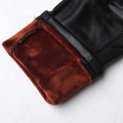 Show the beauty of autumn and winter plus velvet padded faux leather pants