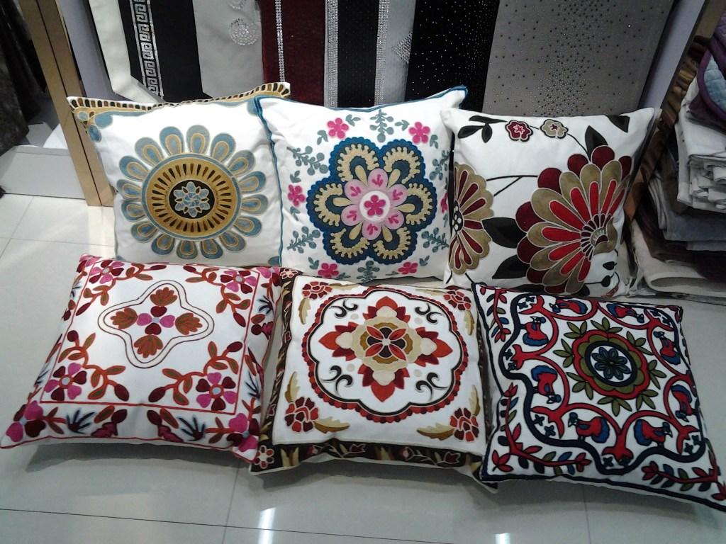 绣花花卉靠垫汽车客厅沙发抱枕装饰家居用品床旗床上