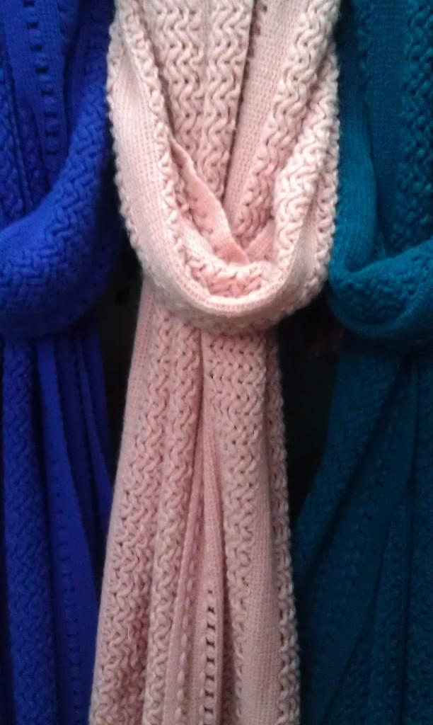 粉色毛线编织女士围巾
