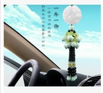 Car pendants and jade luxury jewelry pendants ornaments safely with the car breaks car decoration