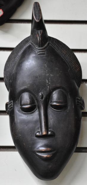 面具,手鼓,其它乐器,人物,动物等木雕作品以及油画,染织等原产非洲