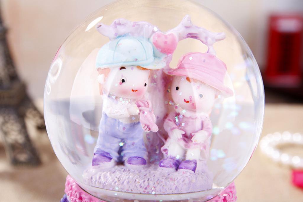 小情侣树脂摆件 浪漫旋转音乐水晶球 家居装饰品 ss411