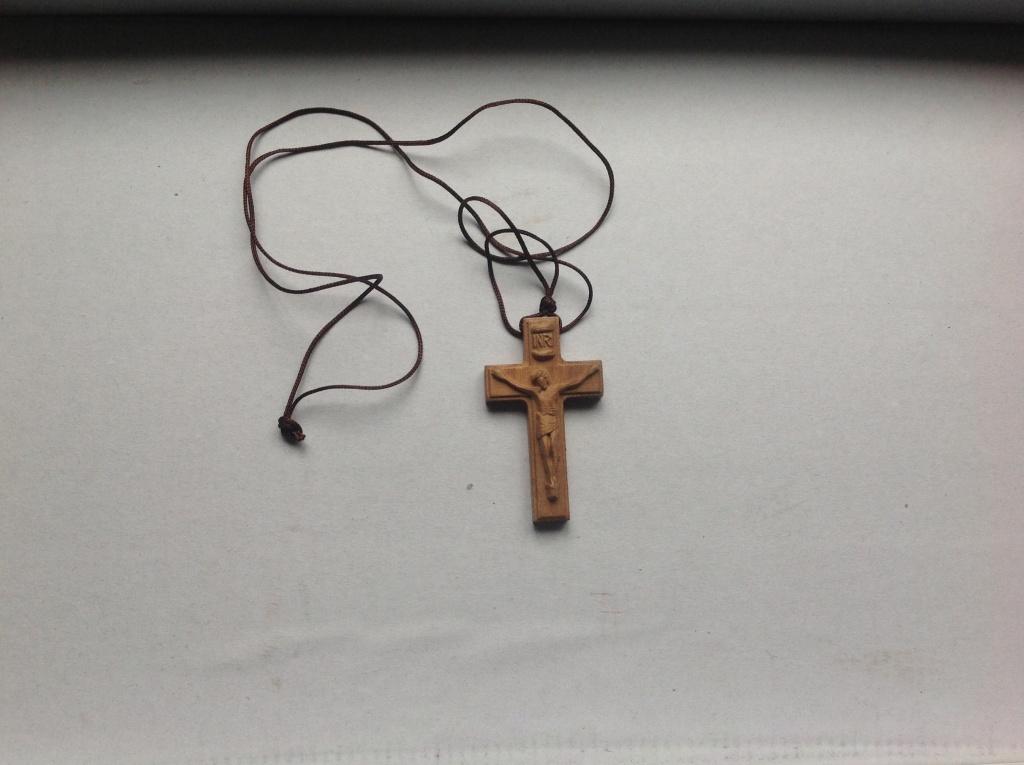 木头雕刻十字架项链
