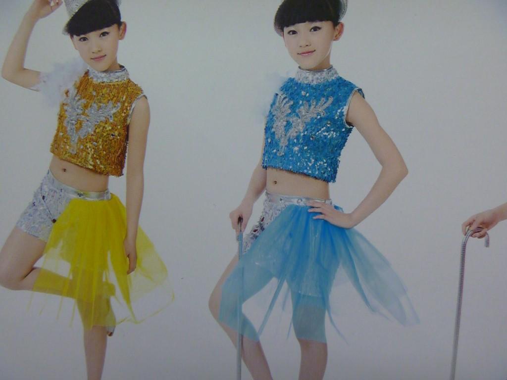 新款儿童爵士舞演出服六一街舞现代舞蹈服装小苹果表演服亮片套装