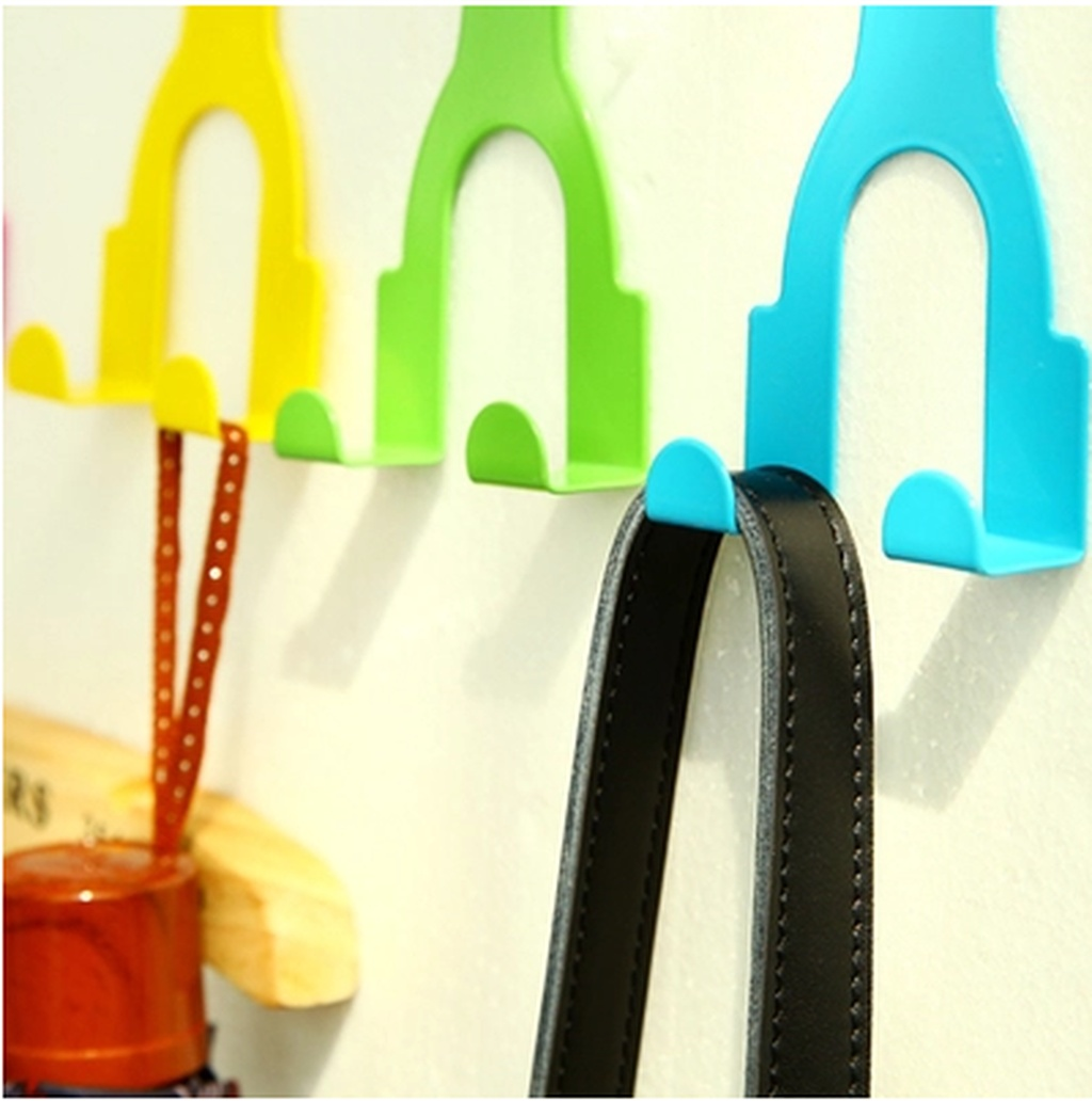 Supply creative cartoon figures tied to back iron power for Creative clothes hangers