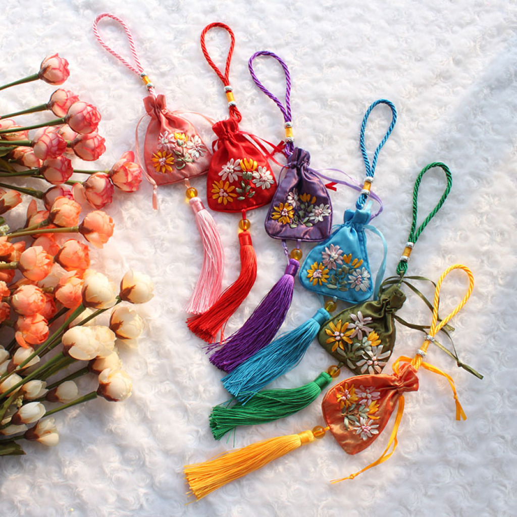 手工刺绣香囊/香袋/挂脖长绳香包/空袋子/端午节香包/荷花包