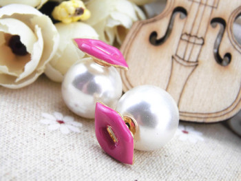 Love came back with Wei Qi star sexy lips double Pearl Earrings Pearl Earring earrings