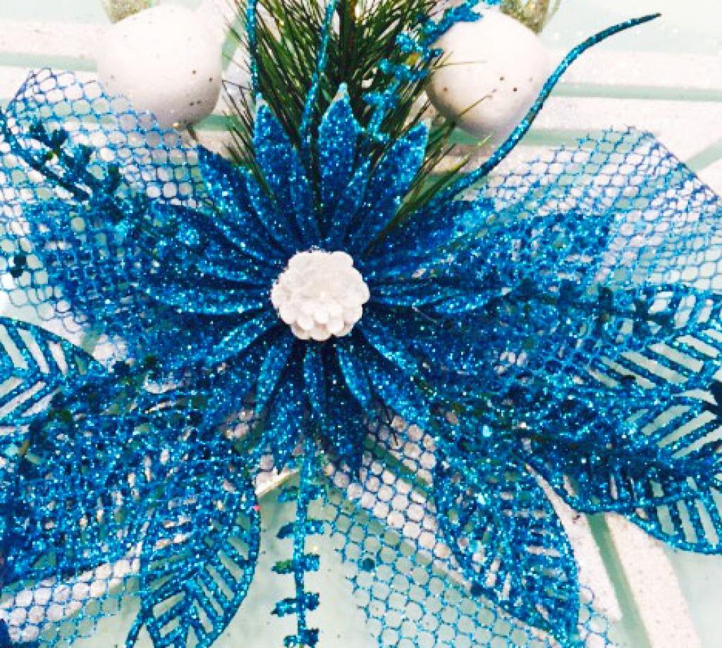 宝蓝色花朵树叶蝴蝶结