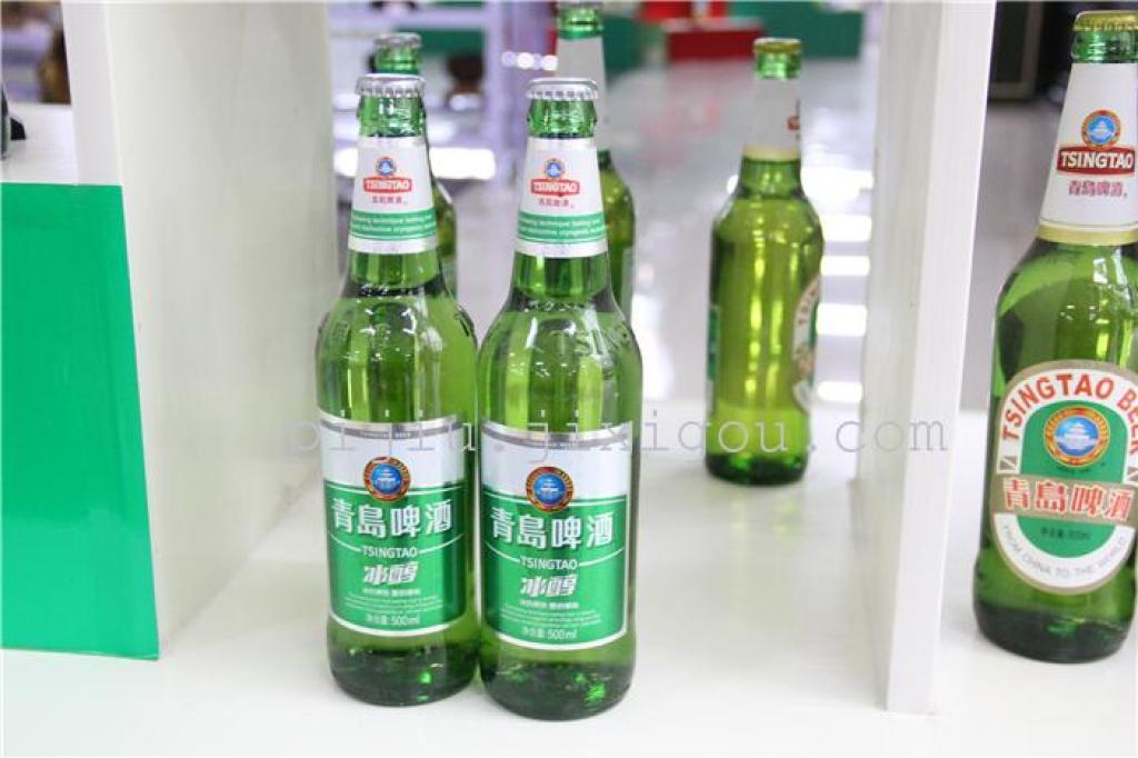 厂址:青岛市市北区登州路56号 厂家联系方式:4006800899 配料表:水、麦芽、大米啤酒花 储藏方法:常温 保质期:180 食品添加剂:无 产品名称:青岛 冰醇啤酒 500ml 体积(ml): 500包装数量: 1x12品牌: TSINGTAO/青岛啤酒系列: 冰醇啤酒 500ml按啤酒颜色选: 黄啤酒