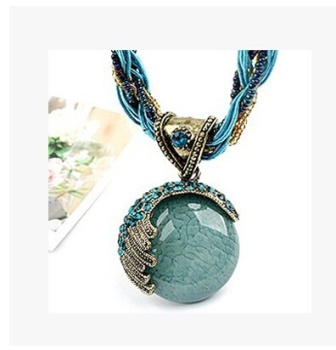 Bohemia short chain necklace collar Round Pendant female generous