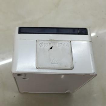单色多功能接线盒平插 三孔开关插座 防水设计