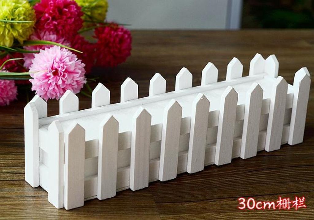 木质栅栏 白色围栏 花圃