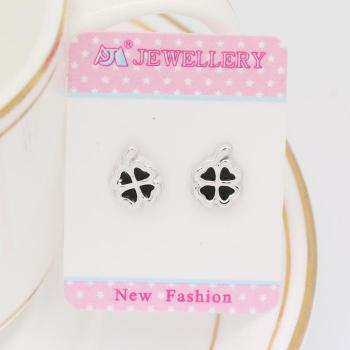 Clover magnet magnet earring ear clip of male and female students without holes