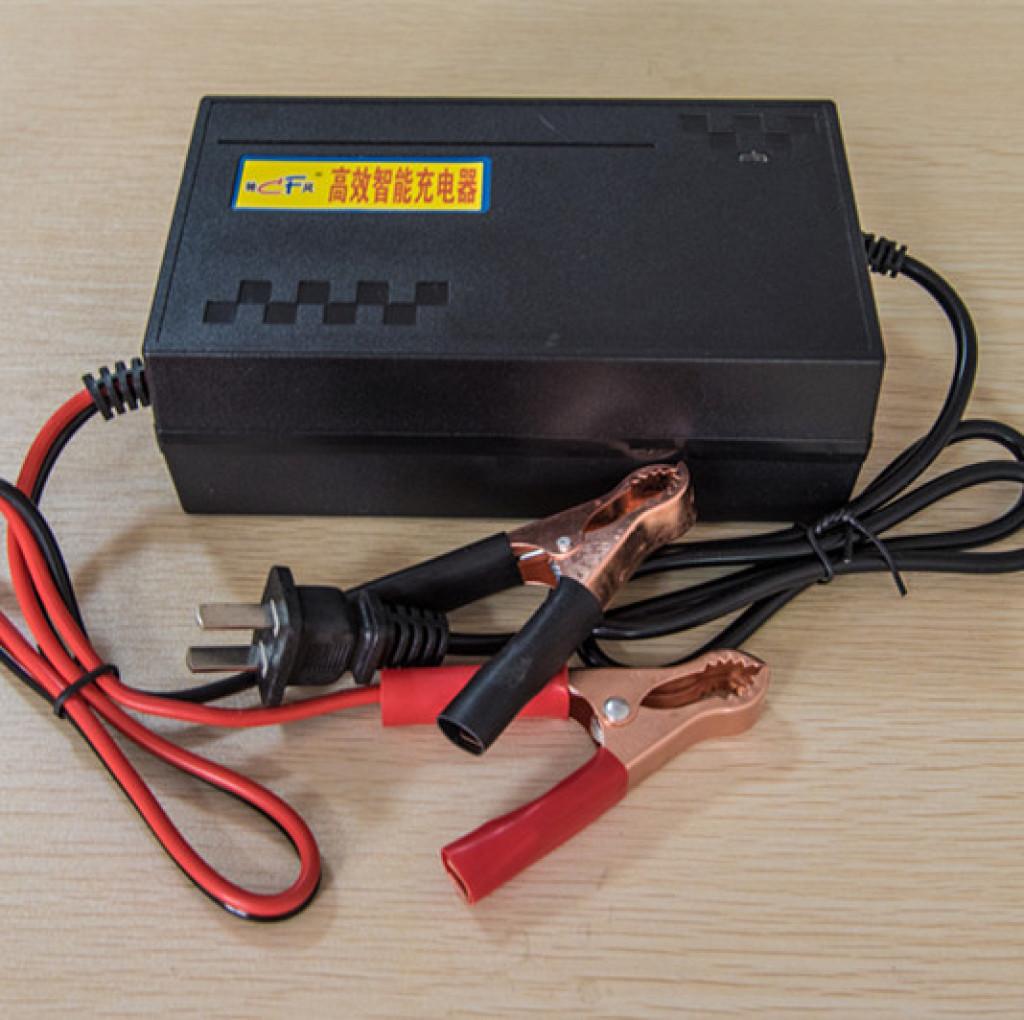 精确地数字显示电压使你更了解蓄电池当时的充电放电电压、------当夹子夹到蓄电池两端时可以准确测出蓄电池电压、------当蓄电池充电时可以知道蓄电池是否充满,不会过充和欠充、------当插上电源看到电压显示14.8V左右的时候就说明蓄电池损坏或者不亏电,能够快速判断原因