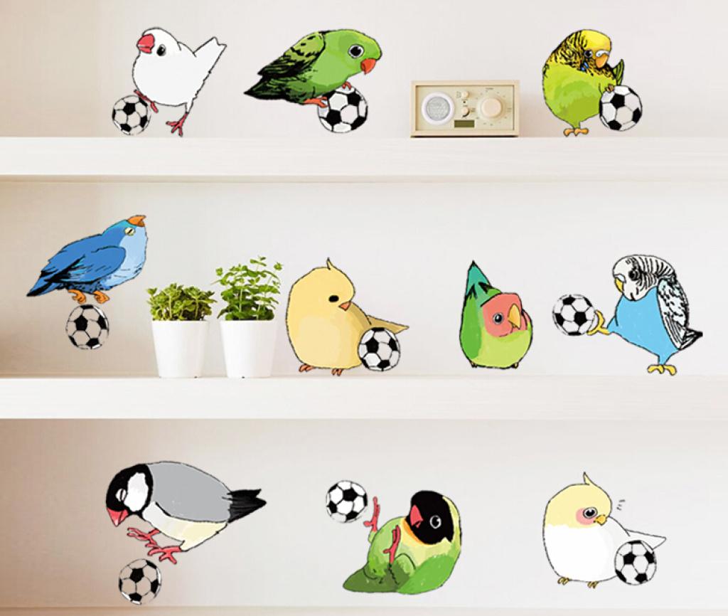 创意幼儿园学校教室走廊 可爱翠鸟踢足球 儿童房可移墙贴图片
