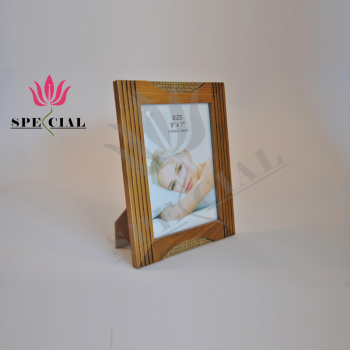 Factory wholesale direct selling exquisite wooden craft picture frame glass to set up the frame