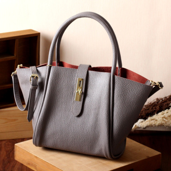 2015年の新欧州レトロレザーバッグの秋の写真バッグショッピングバッグの肩翼pradハンドバッグ