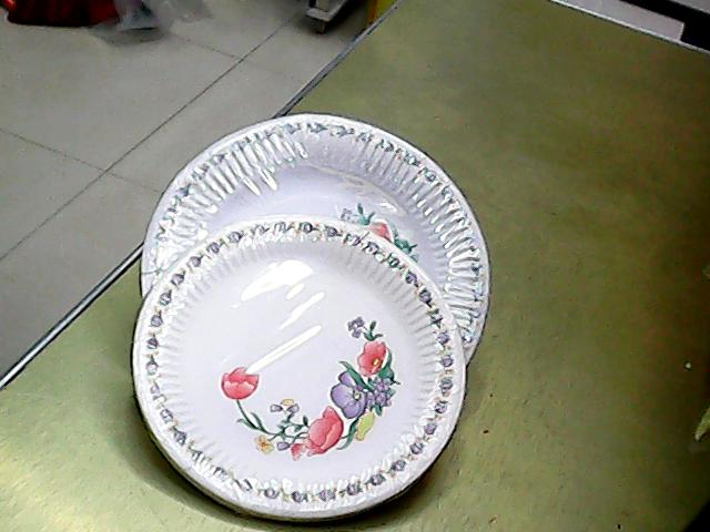 Supply Qianqing daily disposable beige paper plates.-