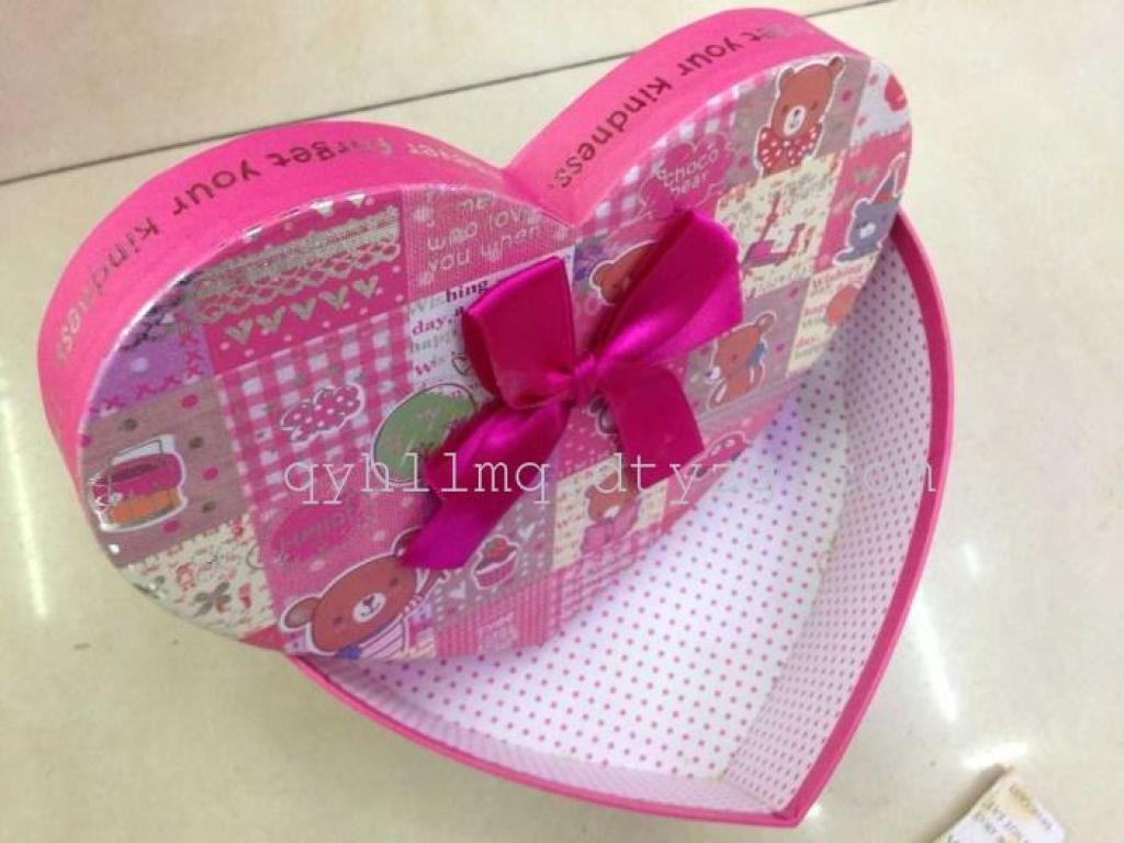 批发心形巧克力盒包装盒蝴蝶结三件套