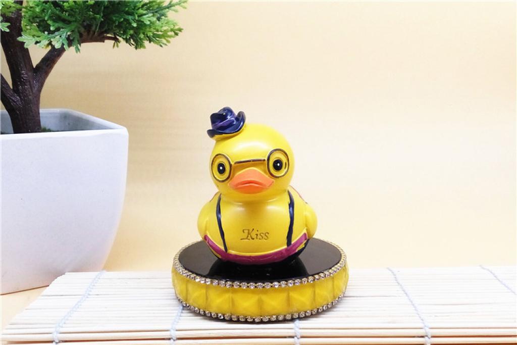 卡通情侣小黄鸭汽车摆件室内摆饰桌面摆饰