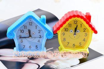 厂家批发 新款卡通小屋闹钟糖果色儿童学生创意可爱屋子台钟