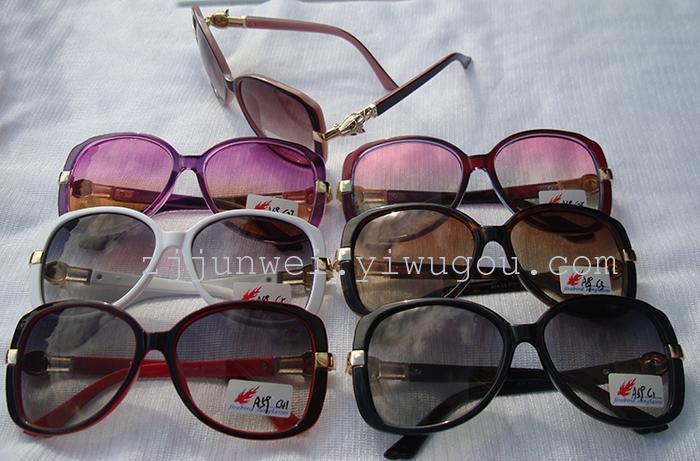 latest trend in eyeglasses  metallic glasses