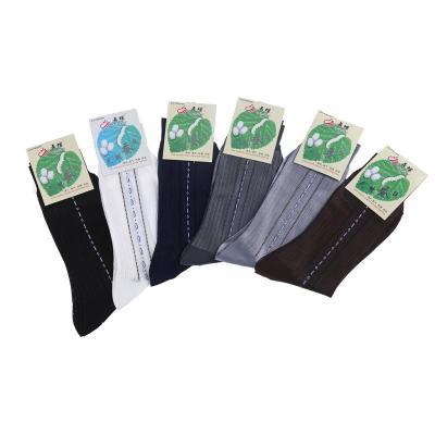 The elderly elderly stockings socks are not smooth. Men's feet relent relent old jacquard socks