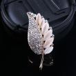 The cat's eye diamond brooch brooch alloy leaves Korean fashion clothing