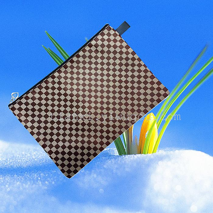 此款小方格袋,做工精细,设计经典环保;超方便超耐用的小袋,时尚又能够