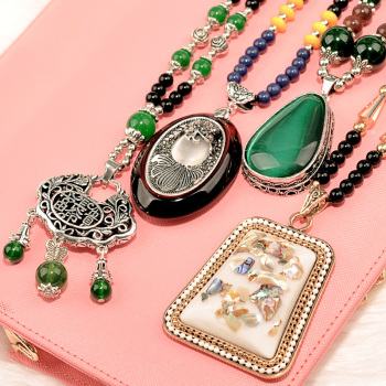 Our sweet temperament decorative Necklace long summer sweater chain pendant pendant jewelry accessories wholesale