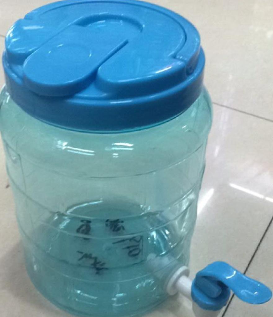 梦见水桶接水龙头的水