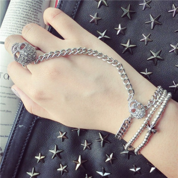 South Korea's diamond Skull Bracelet Ring Ring Chain Siamese personality punk lovers ornaments