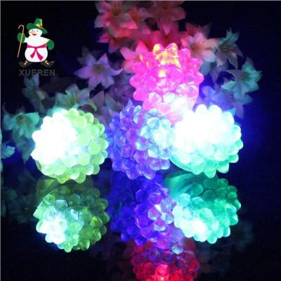 The explosion of the Christmas lighting toy LED color ring finger lights flash toy factory direct spread of Strawberry